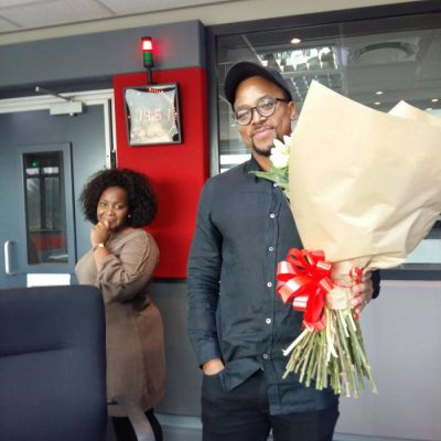 Romantic Maps surprised Nomzamo Mbatha with a bouquet of flowers…...